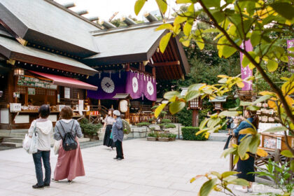 Visitors are frequenting the grounds of Tokyo Daijingu, one of the five major shrines in Tokyo.