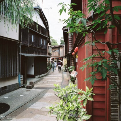 View along a pleasant side street in the historic Higashi Chayagai (ひがし茶屋街) District in Kanazawa, Japan. The area is home to many old teahouses that are now used as shops and restaurants.