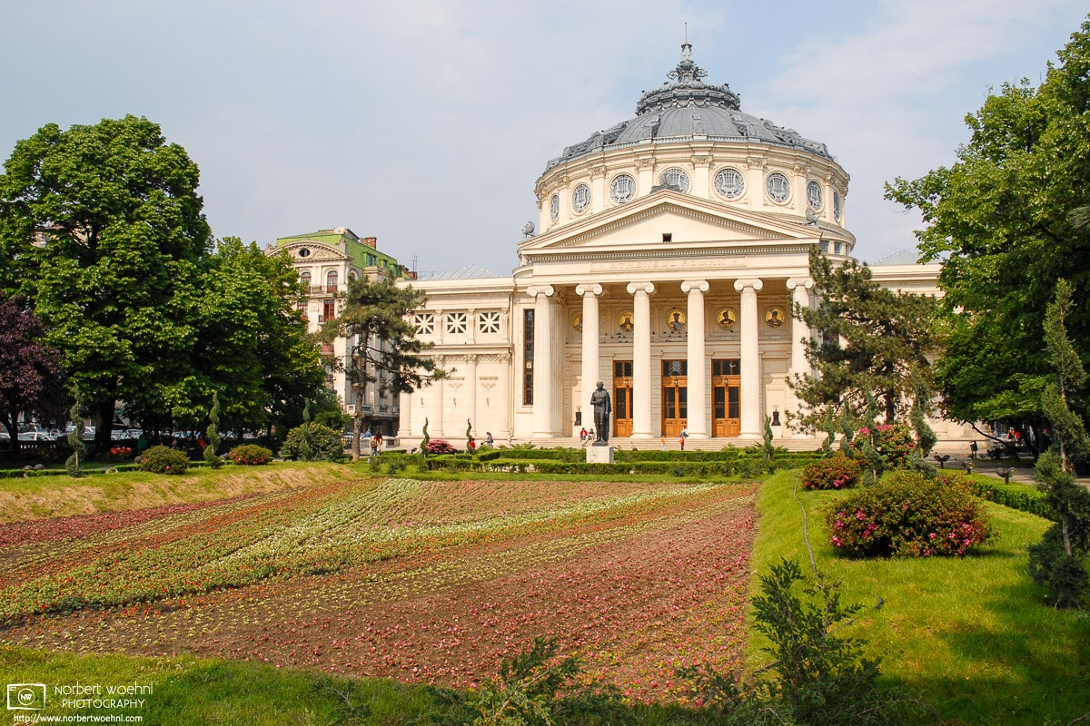 A view of the Romanian Athenaeum (Ateneul Român), a neoclassical concert hall in Bucharest, Romania.