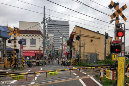 A neighborhood railway crossing at Hatanodai Station in the southeastern part of Tokyo, Japan.